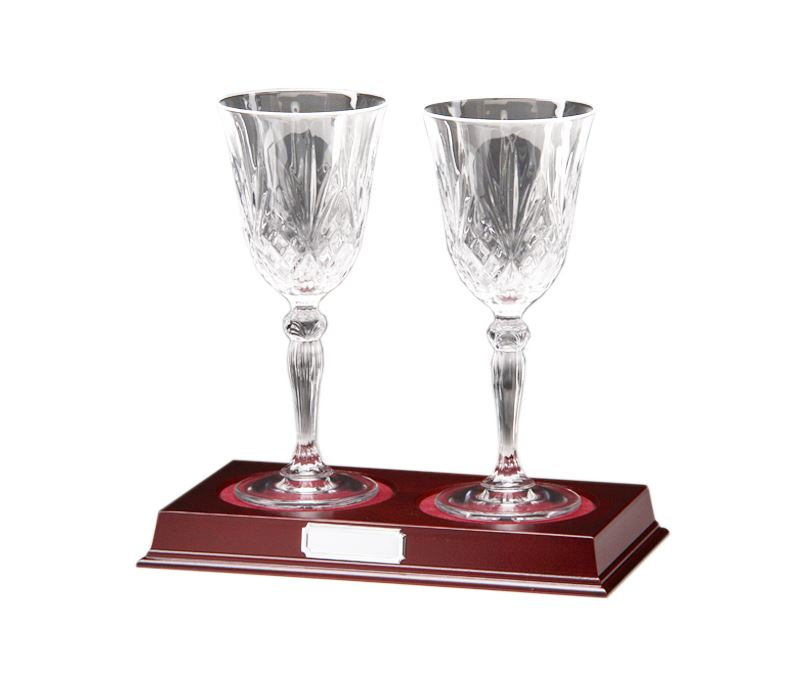 "Set of 2 Cut Crystal Wine Glasses on Wooden Base 22cm (8.75"")"